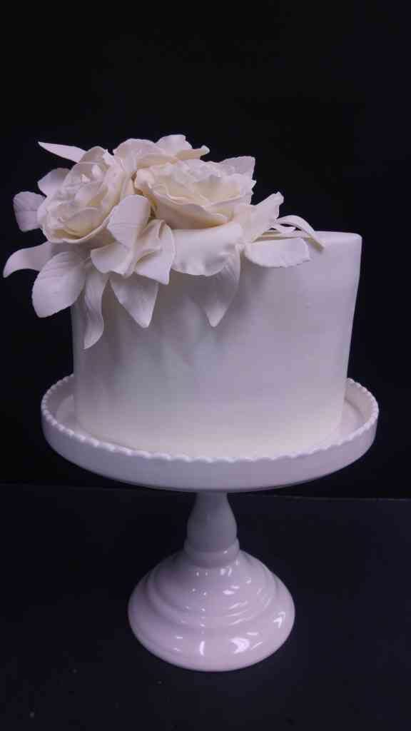 Simply white flower cake le bakery sensual post navigation mightylinksfo