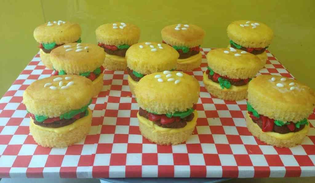 Hamburger Cupcakes - le\' Bakery Sensual
